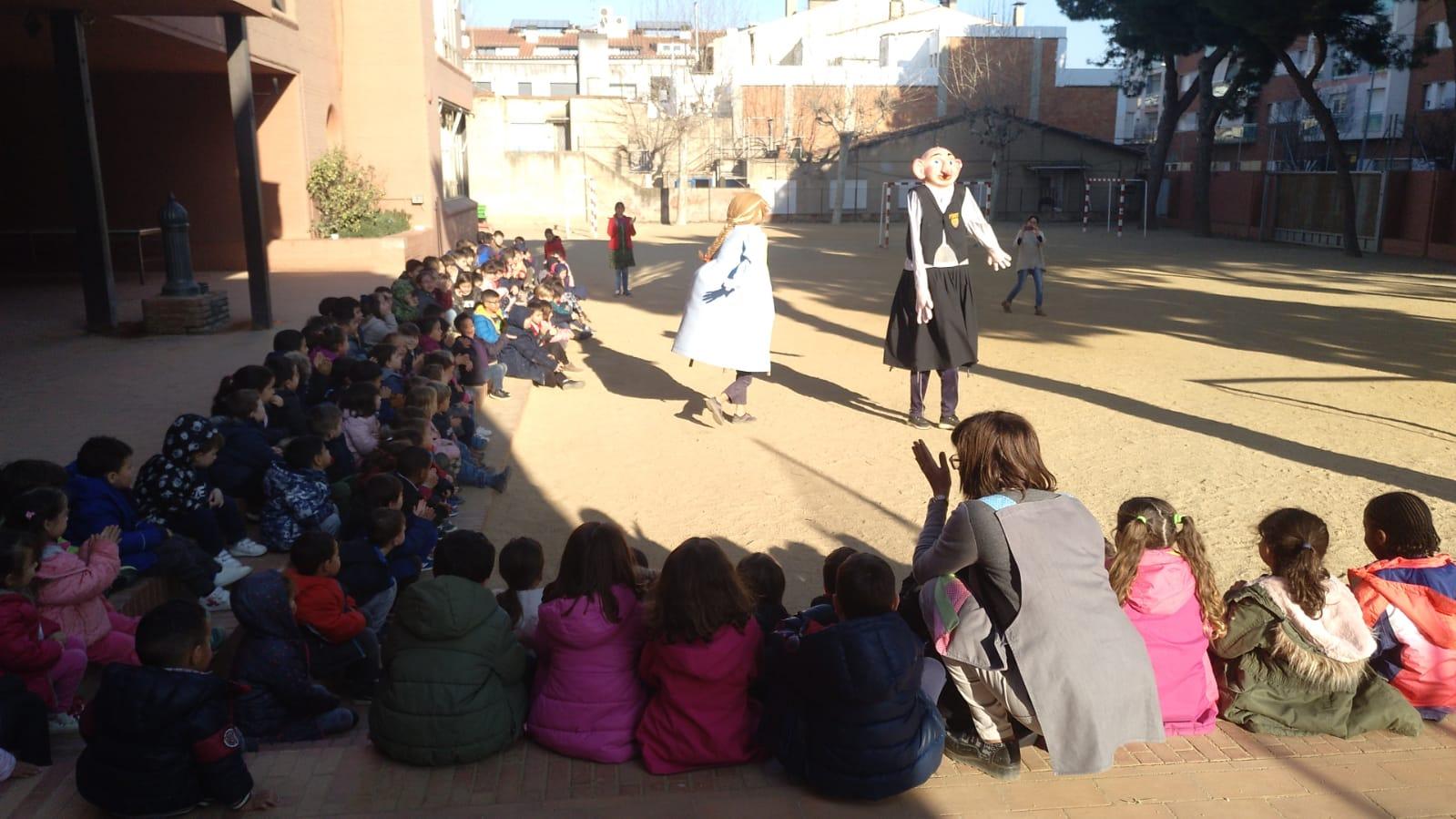 En Pinet i la Raquel ballen a l. Escola Sant Jordi
